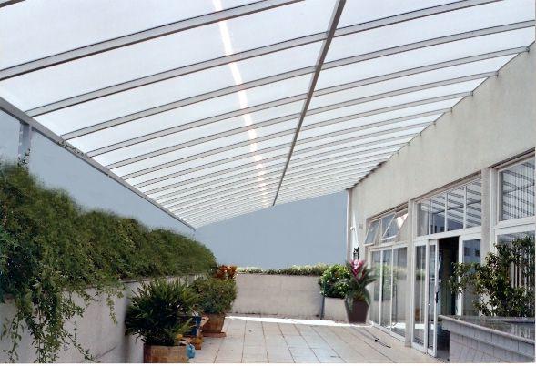 Cobertura para rea externa for Tipos de toldos para balcones